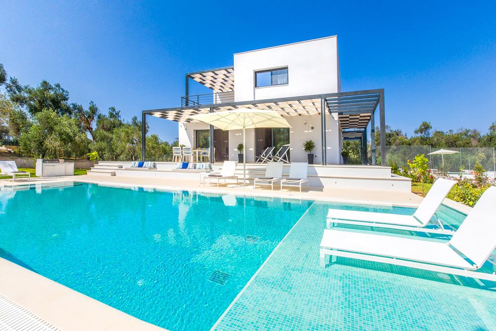 Villa Halikouna, sleeps 6-8, prices from £2,161 per week
