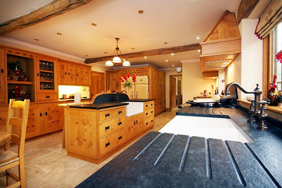Gatekeeper Lodge Kitchen, Heart of England - Oliver's Travels