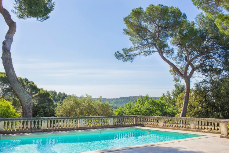 Chateau-Vaucluse-Provence-Alpes-Olivers-Travels