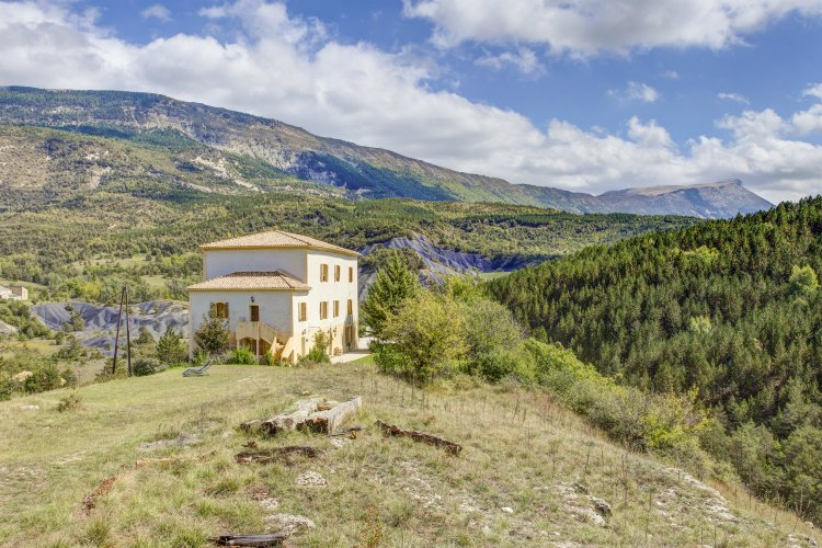 Chateau-de-Meouille-Provence-Alpes-Olivers-Travels