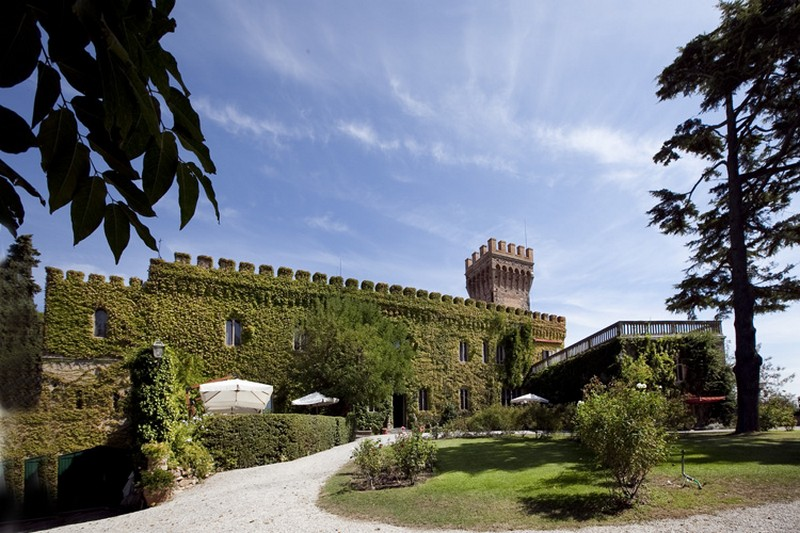 Castle Mago, Tuscany - Oliver's Travels