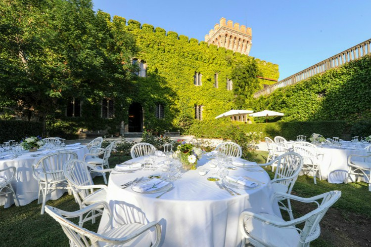 Wedding in garden of Castle Mago