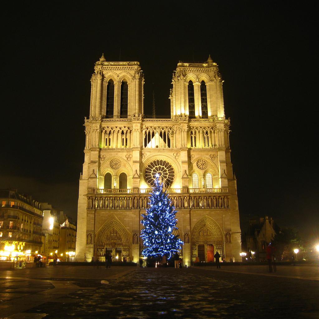 Christmas Tree - Paris - France - Oliver's Travels