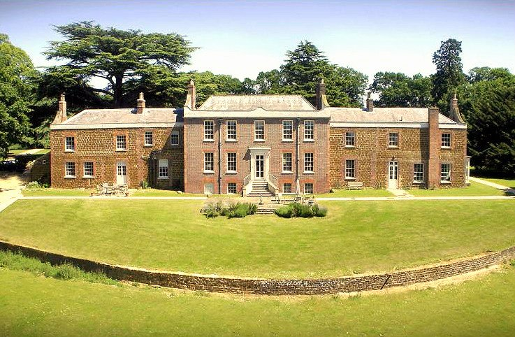 Inglethorpe Hall - Norfolk Holiday Castle - Oliver's Travels