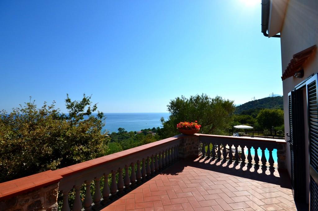 Villa Mediterraneo, Italy - Oliver's Travels