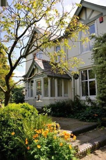Brecon Villa - Villa Holidays - Oliver's Travels