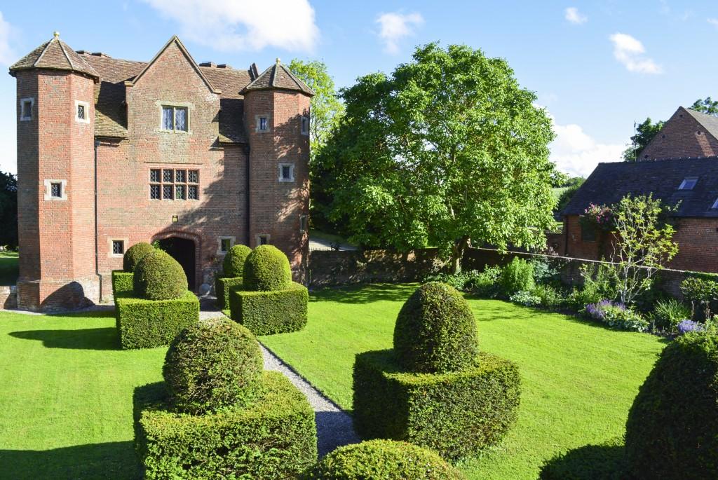 Chevaliers Gatehouse - Midlands - England - Oliver's Travels