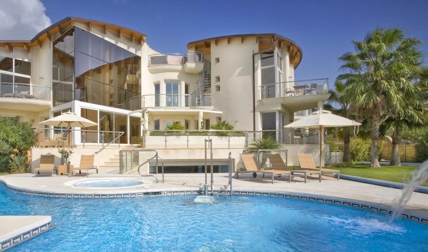 villas with pools lifehacked1st