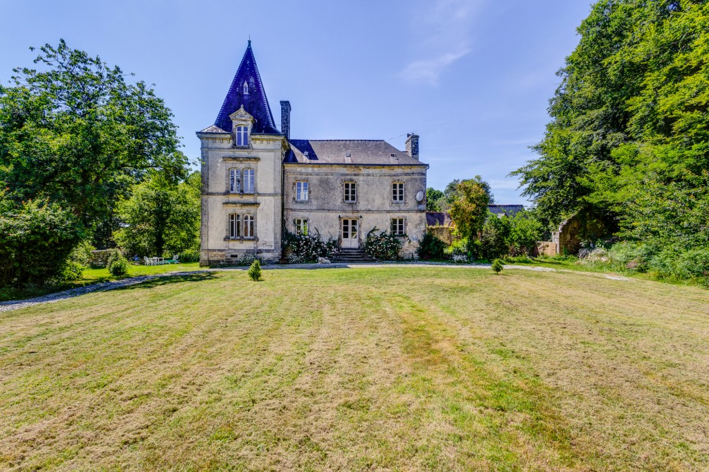 Chateau Lignol - Brittany - Oliver's Travels
