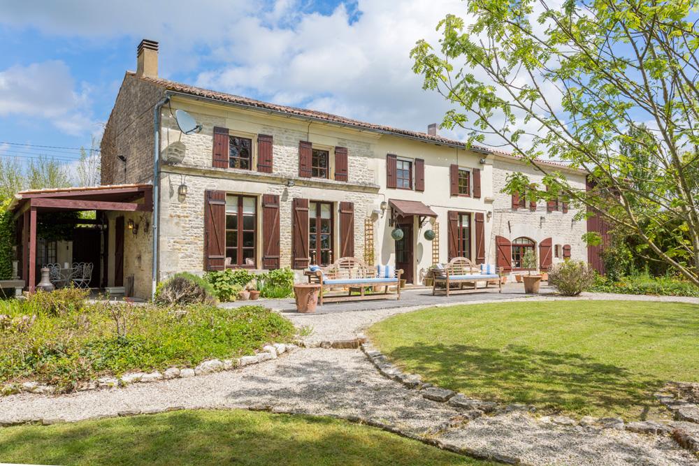La Maison des Fleurs - Vendee & Charente - Oliver's Travels