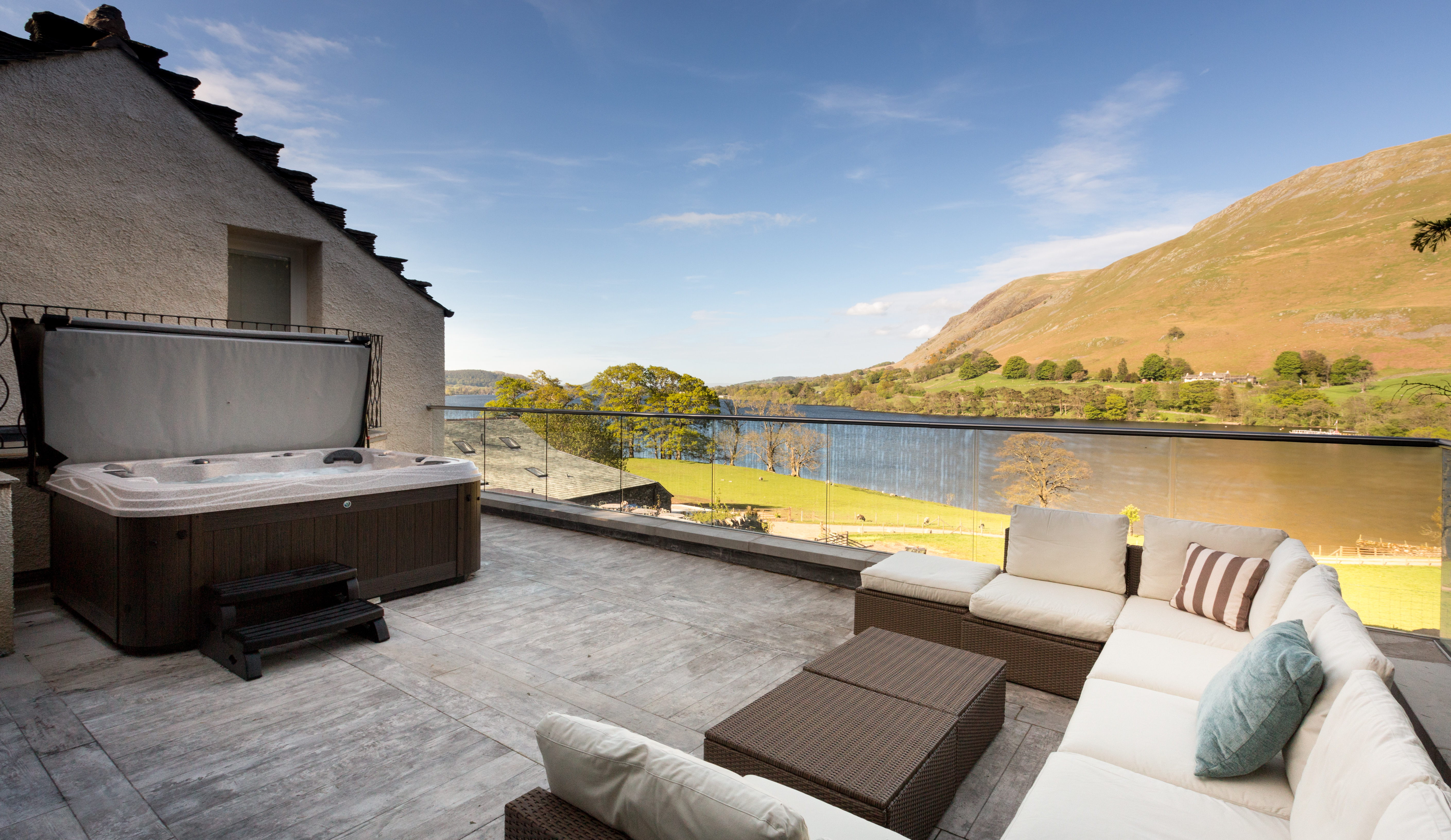 Top 10 party houses in the uk oliver 39 s travels journal for Lakeside home
