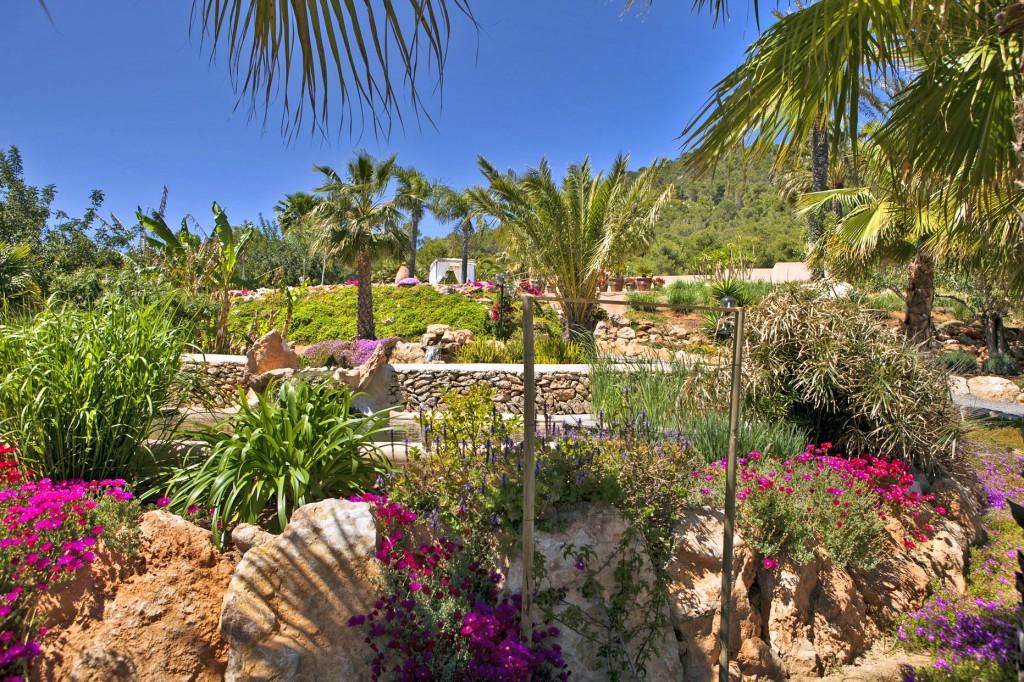 Ibiza - Villa-Los-Dos Carlos - Oliver's Travels