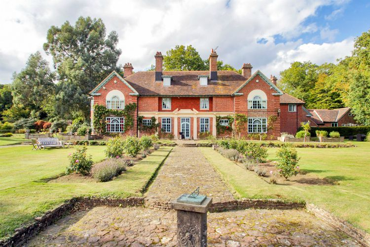 Peanswood-Country-Manor-UK-South-East-Olivers-Travels1