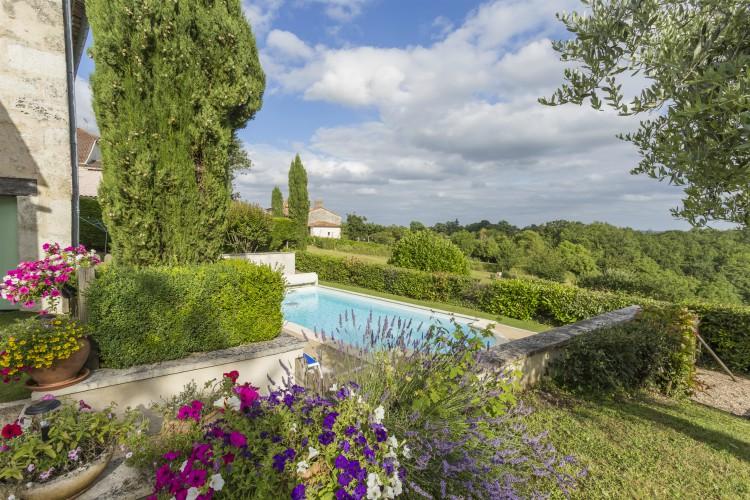 Laurel-Rose-Dordogne-Olivers-Travels