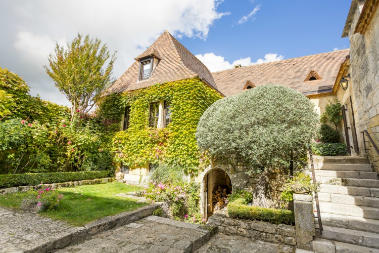 Le-Prieure-Espereance-Dordogne-Olivers-Travels