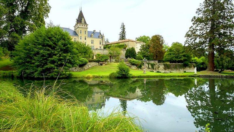 Chateau De Lys - Sleeps 24