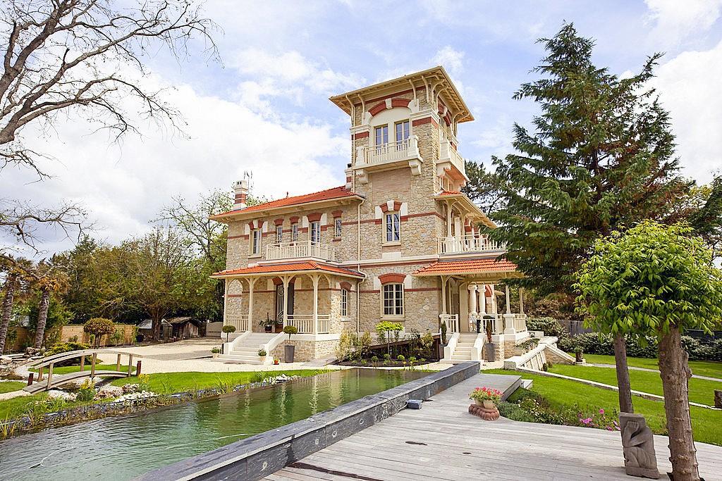 Villa Le Bassin - Sleeps 16