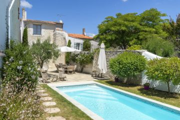 Maison-Ile-de-Re-Vendee-Charente-Olivers-Travels-1