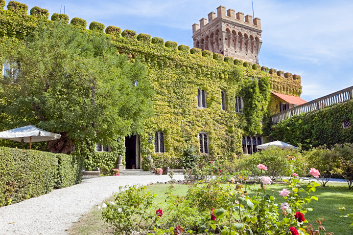 Castle Mago - Tuscany - Oliver's Travels