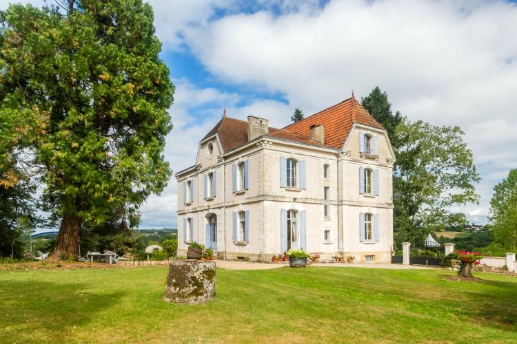 Chateau de Cheine - Dordogne - Oliver's Travels