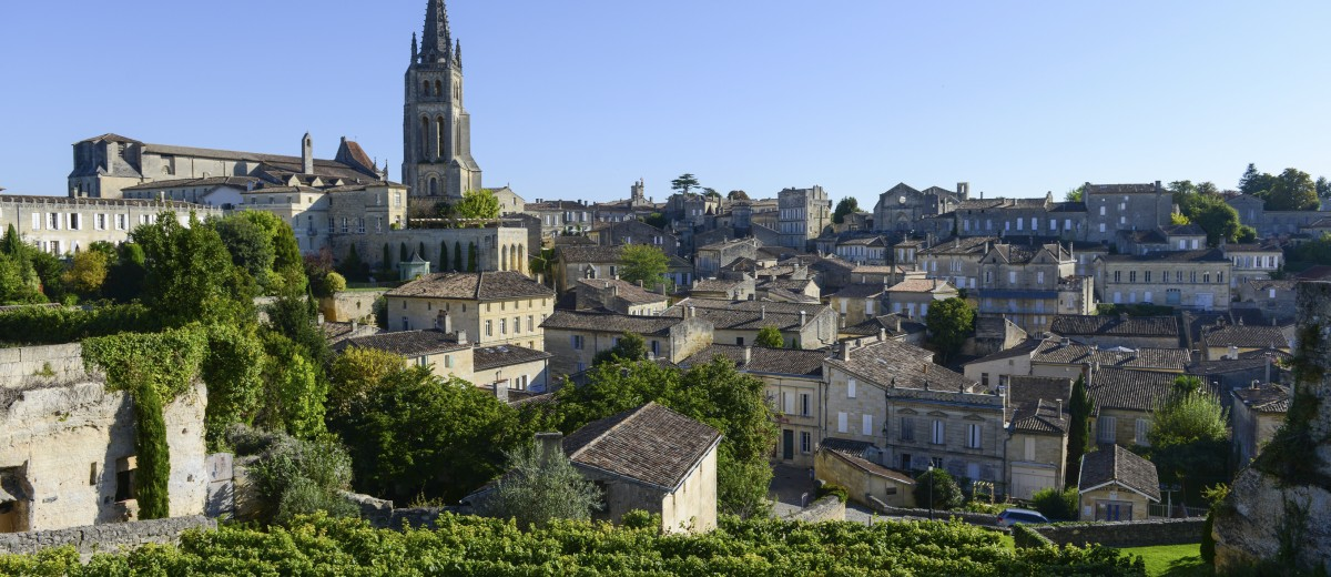 Top 10 beautiful chateaux in bordeaux oliver 39 s travels for Chateaux in france to stay