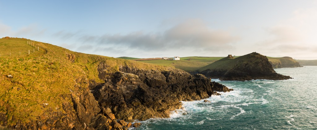 Coastline in late evening sun at Port Quin - Cornwall