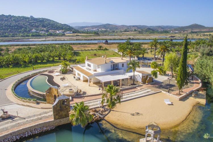 Villa Pure Life - Lagoa - Oliver's Travels