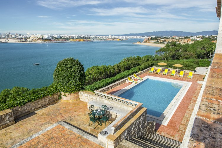 Villa-Ferragudo-Lagoa-Olivers-Travels