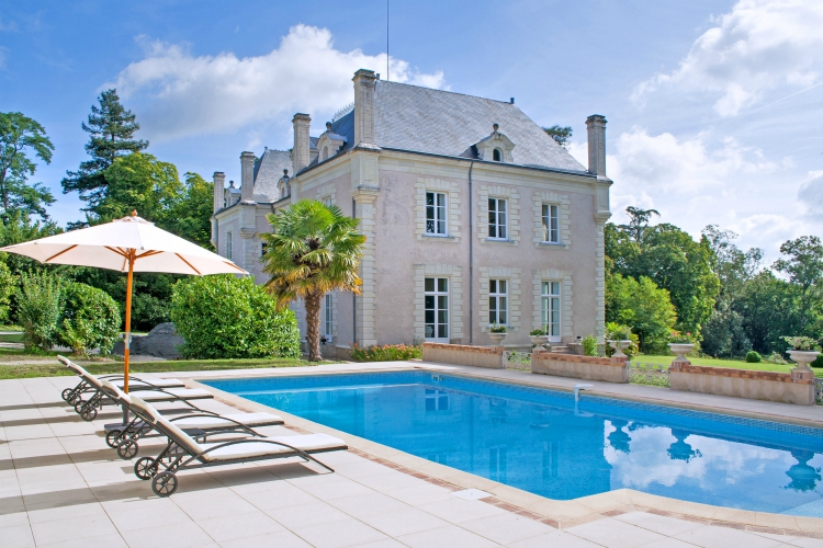 Chateau-Anais-Loire-Valley-olivers-Travels