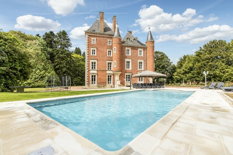 The 10 best villas with swimming pools in france oliver for Piscine 3 chateaux