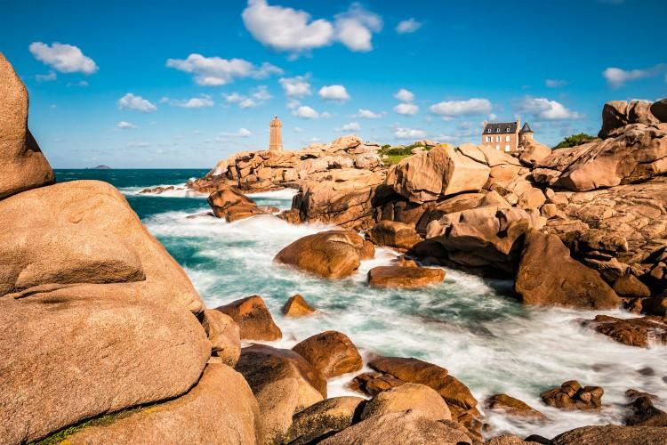 Atlantic ocean coast in Brittany near Ploumanac'h (France).