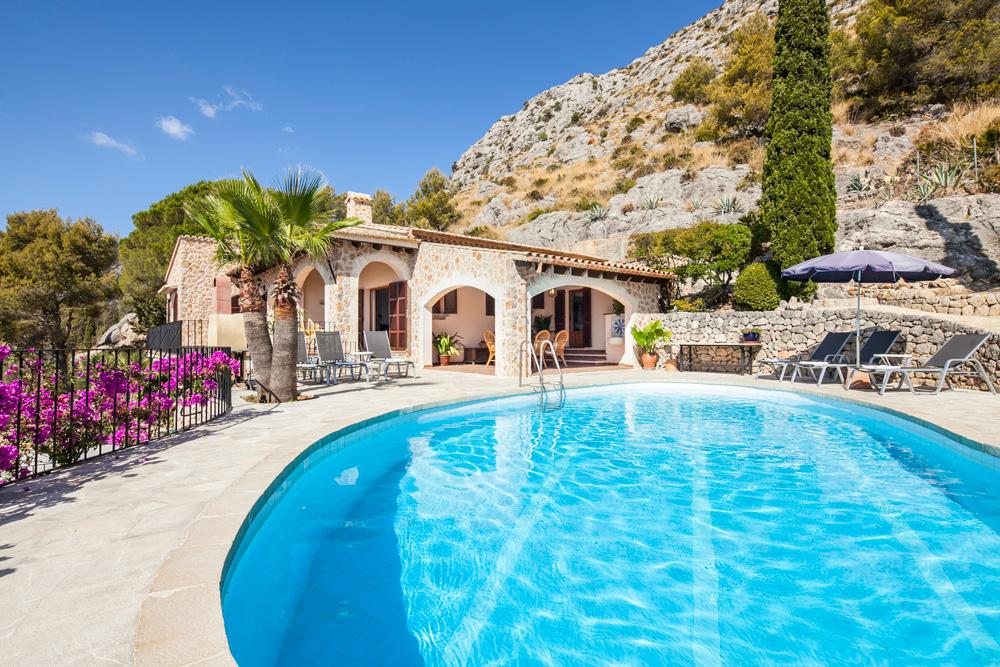 Ajuga Fonto - Mallorca - Oliver's Travels