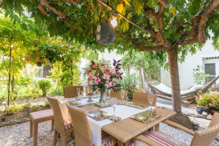 L'Oustal Des Fluers, sleeps 8, prices from £36pppn
