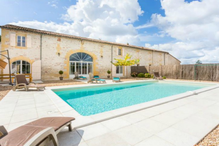 Lartigue, sleeps 8, prices from £36pppn