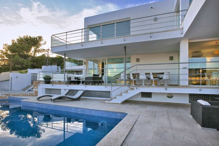 Villa Cruise - Ibiza - Oliver's Travels