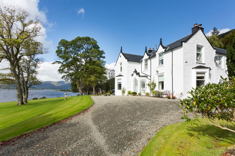 Holy-Loch-Manor-Scotland-Olivers-Travels-1