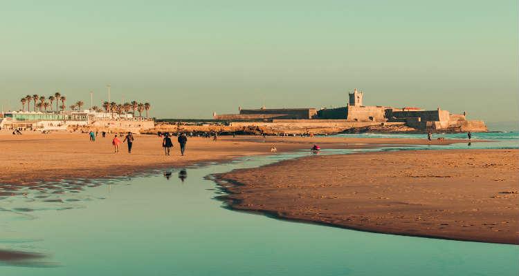 best beaches in lisbom praia de carcavelos