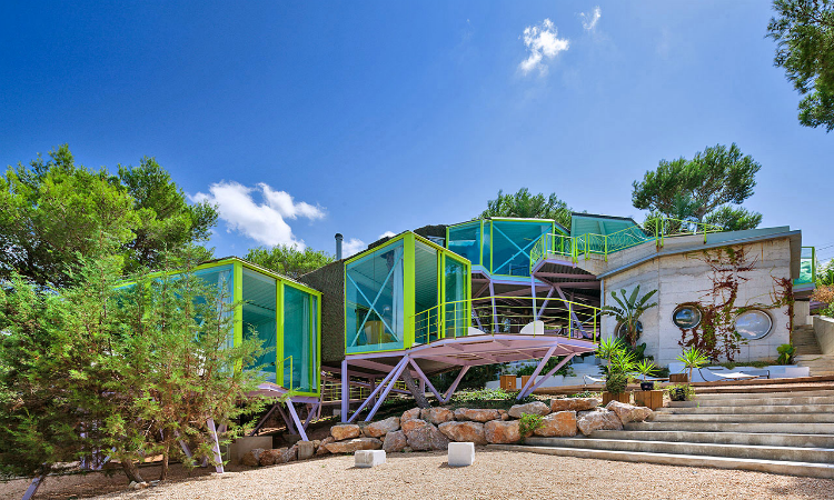 Quirky places to stay Villa Acuario