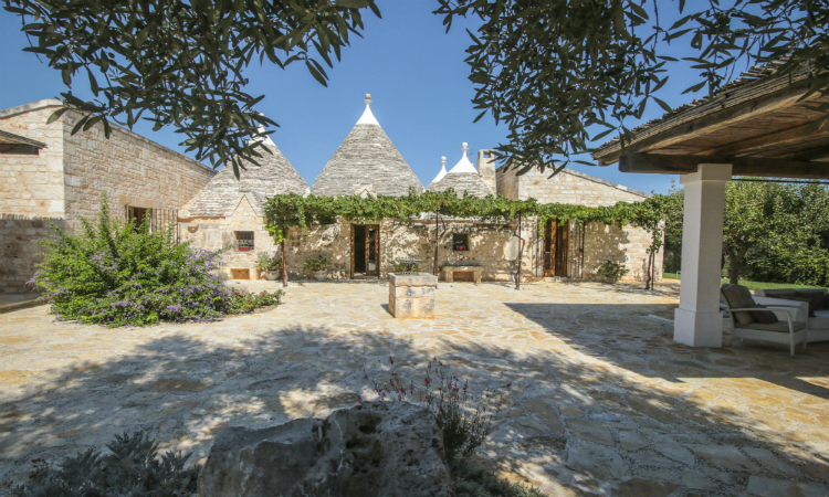 Quirky places to stay Trulli Peppe