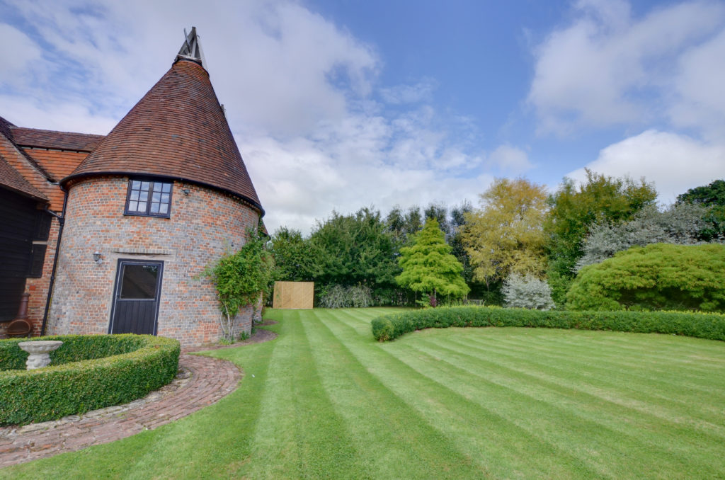 Warbleton Oast House Sussex - Unusual places to stay in the UK