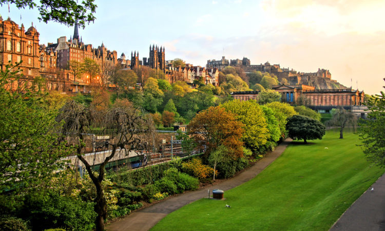 where to visit in scotland edinburgh old town at sunset