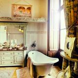 Top 10 Most Stunning Chateau Bathrooms